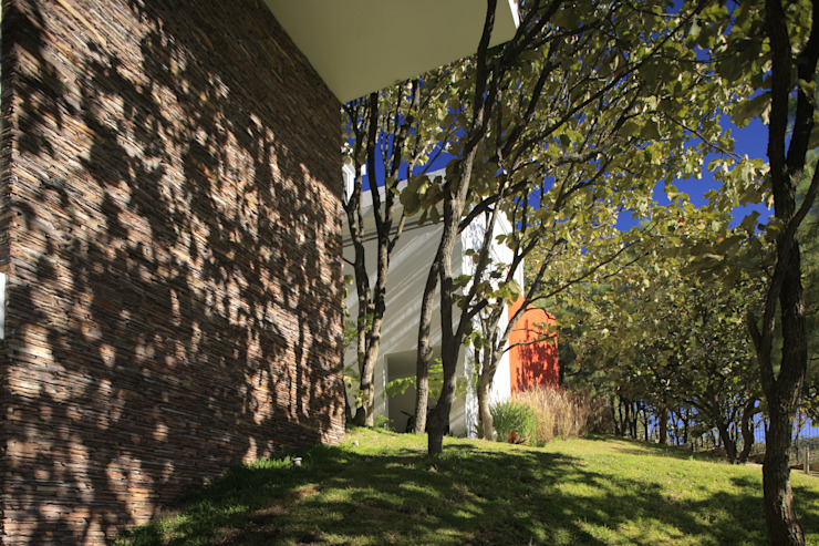 Fachada Casa Azpeytia Casas de estilo minimalista de Echauri Morales Arquitectos Minimalista Cerámico