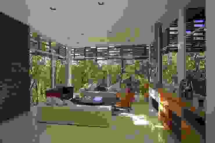 Soggiorno minimalista di Echauri Morales Arquitectos Minimalista