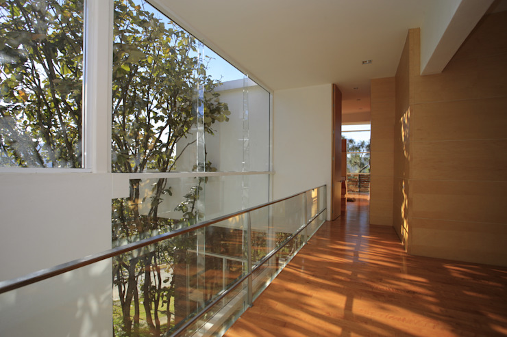 미니멀리스트 복도, 현관 & 계단 by Echauri Morales Arquitectos 미니멀 우드 우드 그레인