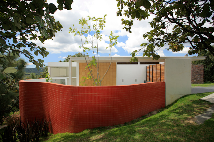 Echauri Morales Arquitectos Minimalist walls & floors Ceramic Red