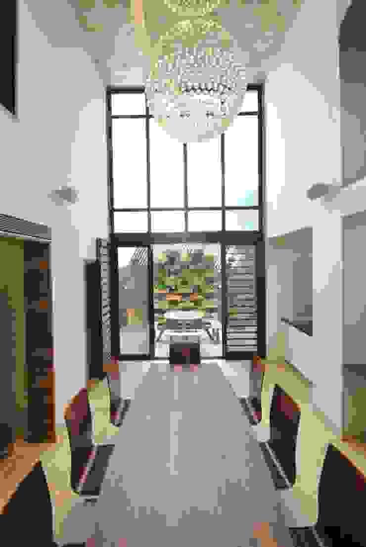 Ahaan Villa—Ahmedabad OPENIDEAS Modern dining room