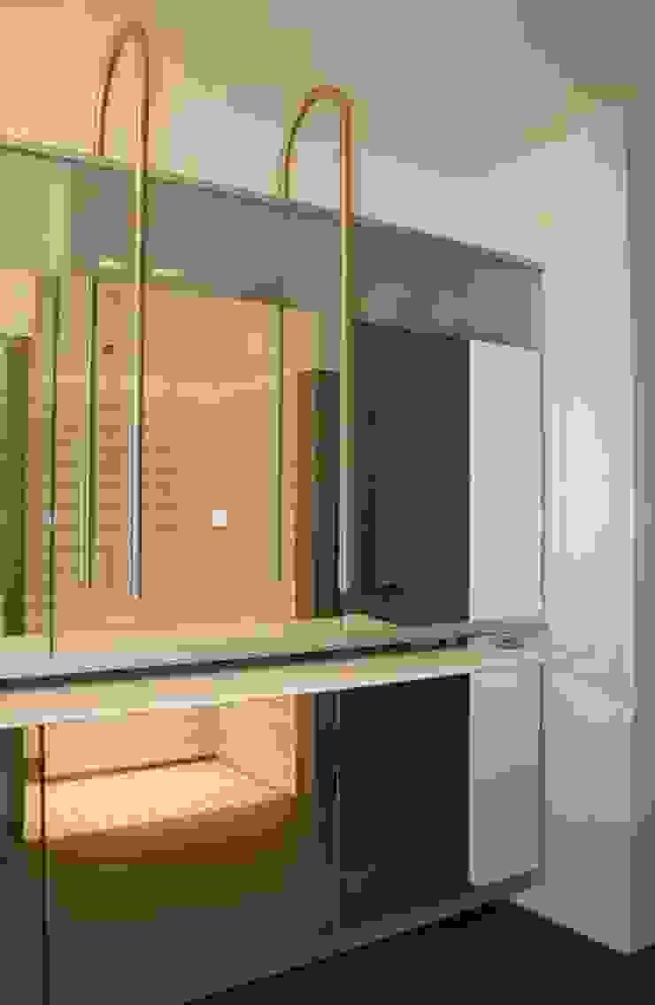 Modern style bathrooms by bv Mathieu Bruls architect Modern