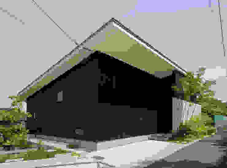 外観1 モダンな 家 の LIC・山本建築設計事務所 モダン 木 木目調