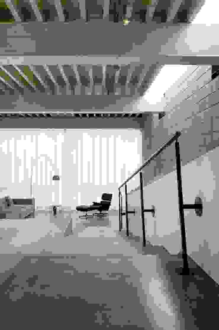 Modern Living Room by bv Mathieu Bruls architect Modern