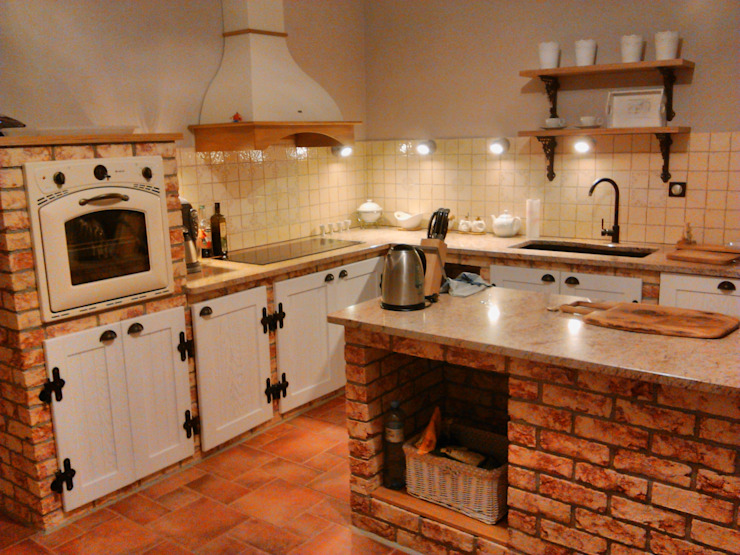 Kitchen by Revia Meble i drzwi z litego dębu.
