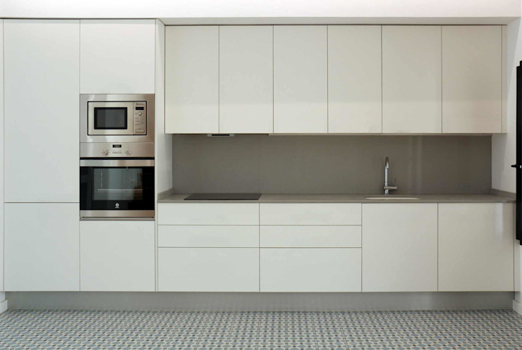 Moderne Küchen von acertus Modern Holzwerkstoff Transparent