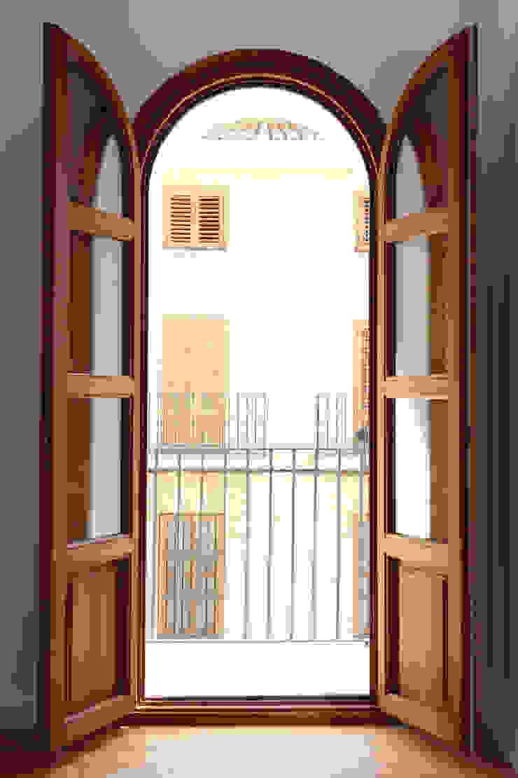 Moderne Fenster & Türen von acertus Modern
