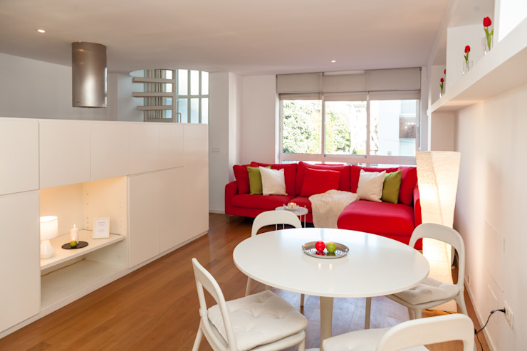 HOME STAGING VIVIENDA SANTA CRISTINA OLEIROS de Ya Home Staging