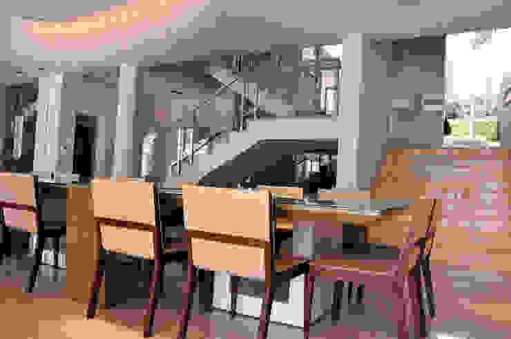 A/ZERO Arquitetura Sala da pranzo moderna