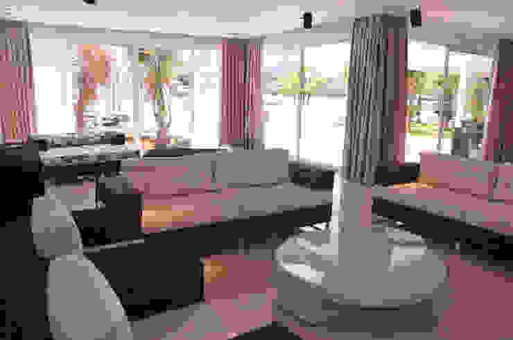 A/ZERO Arquitetura 现代客厅設計點子、靈感 & 圖片