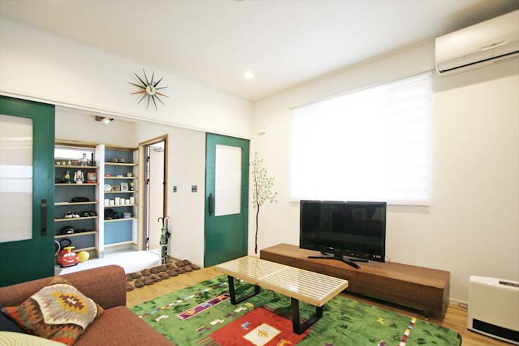 Ruang Keluarga Modern Oleh ジャストの家 Modern