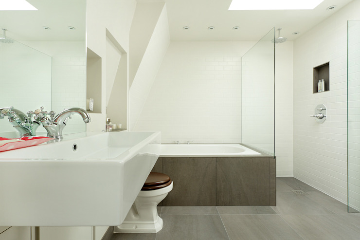 BATHROOMS: CONTEMPORARY BATHROOM Cue & Co of London Baños de estilo moderno
