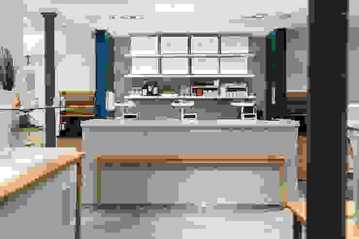 Simone Lemon Nhà bếp phong cách hiện đại bởi Concrete LCDA Hiện đại Bê tông