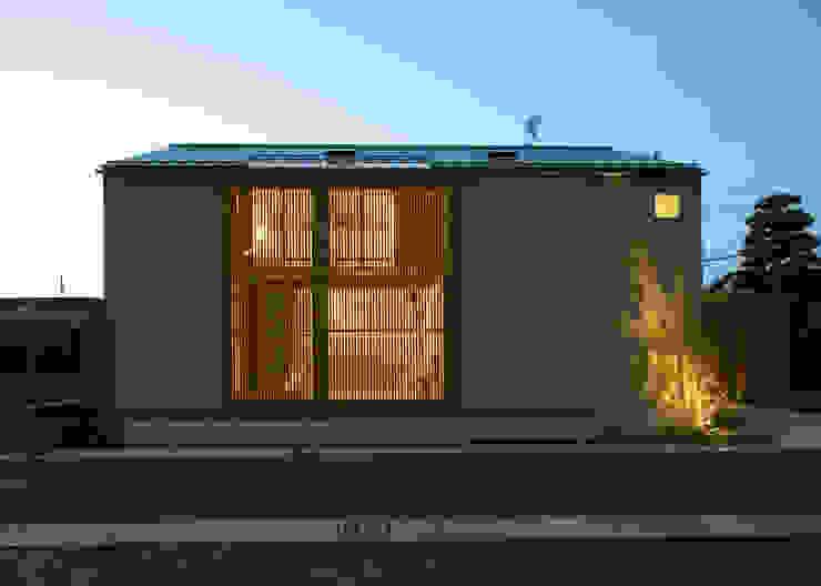 夕景1 モダンな 家 の LIC・山本建築設計事務所 モダン