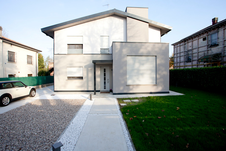 Minimalist houses by CasaAttiva Minimalist
