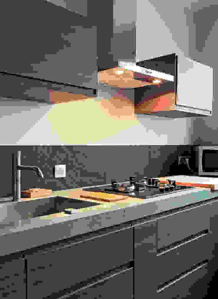 Rosny Modern Kitchen by Concrete LCDA Modern Concrete