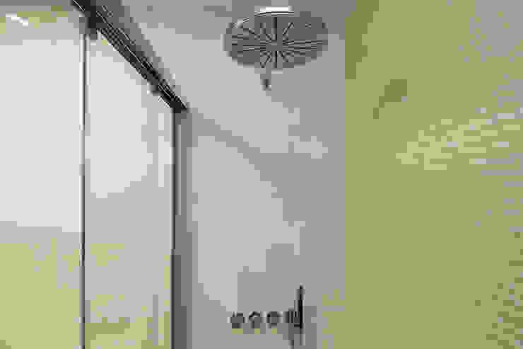 Ducha en baño Baños modernos de Ardes Arquitectos Moderno