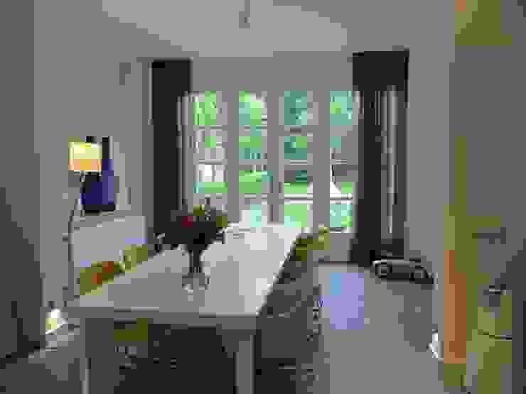 Eetkamer, overgang aanbouw met bestaande woning is vloeïend gemaakt. Moderne eetkamers van ARX-interieur Modern