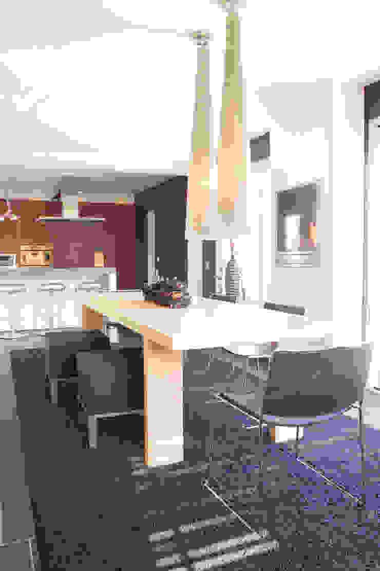 Bulthaup keuken met achterwand in de kleur cayenne. van ARX-interieur