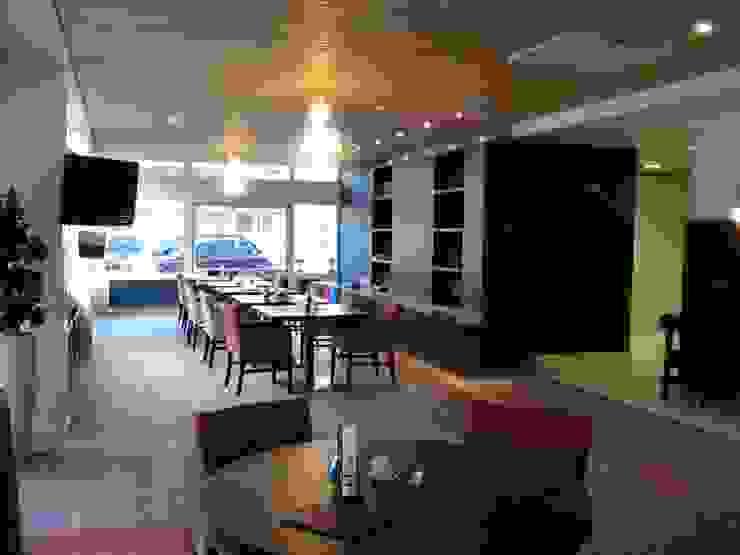 Kijkje vanaf het buffet/ receptie balie het grand café in. van ARX-interieur