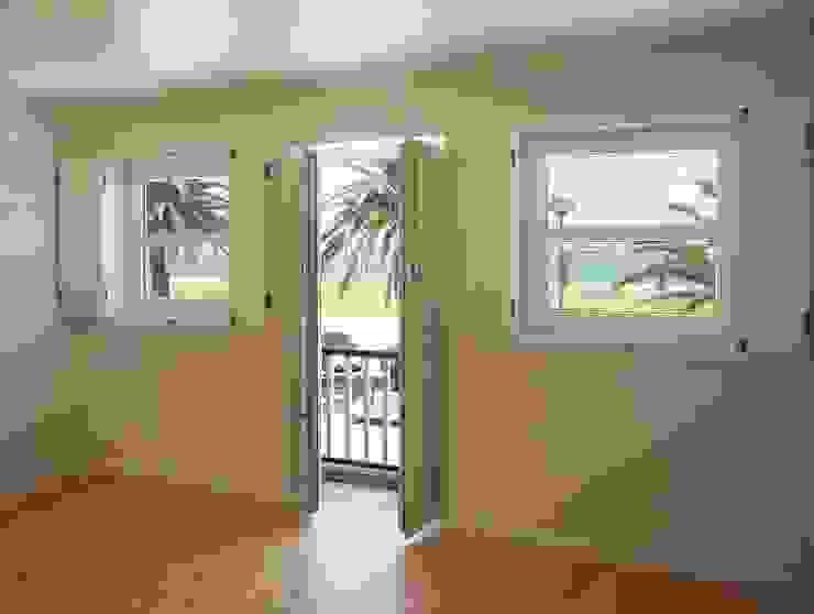 Entrada/ Sala de estar - DEPOIS Corredores, halls e escadas ecléticos por GAAPE - ARQUITECTURA, PLANEAMENTO E ENGENHARIA, LDA Eclético