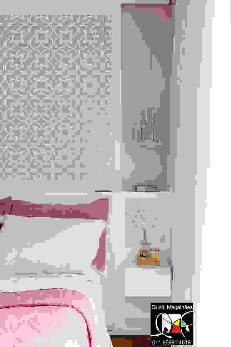 Suite Filha Quarto infantil moderno por Queiti Magalhães Arquitetura e Decorações Moderno