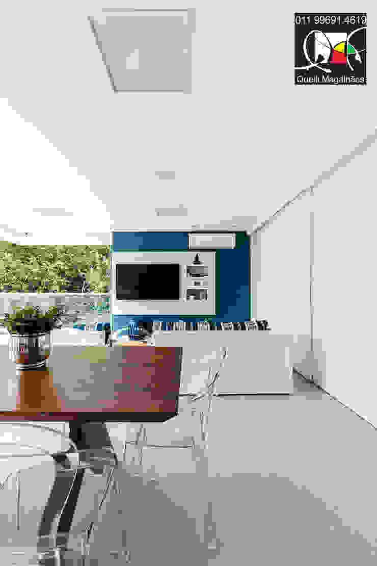 Projeto A&H - Condomínio Swiss Park Varandas, alpendres e terraços modernos por Queiti Magalhães Arquitetura e Decorações Moderno
