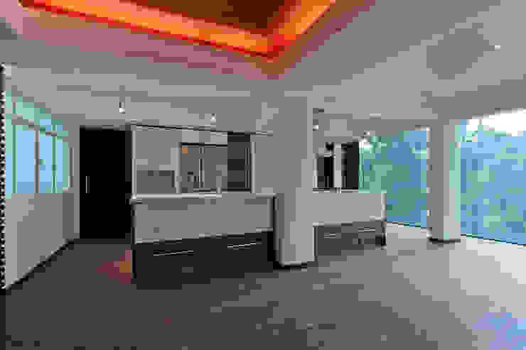 Isla de cocina Cocinas eclécticas de All Arquitectura Ecléctico Madera Acabado en madera