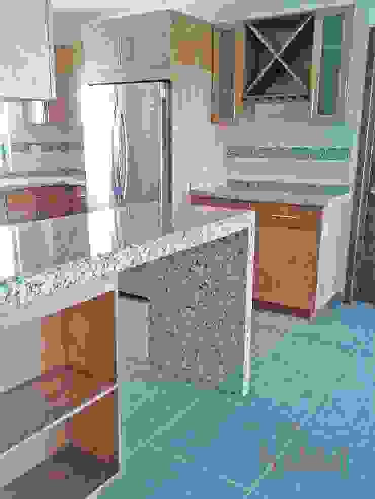 Cozinhas modernas por H-abitat Diseño & Interiores Moderno Madeira Acabamento em madeira