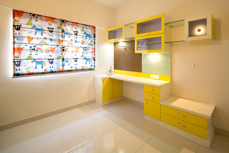 Daughters Room:  Nursery/kid's room by Navmiti Designs