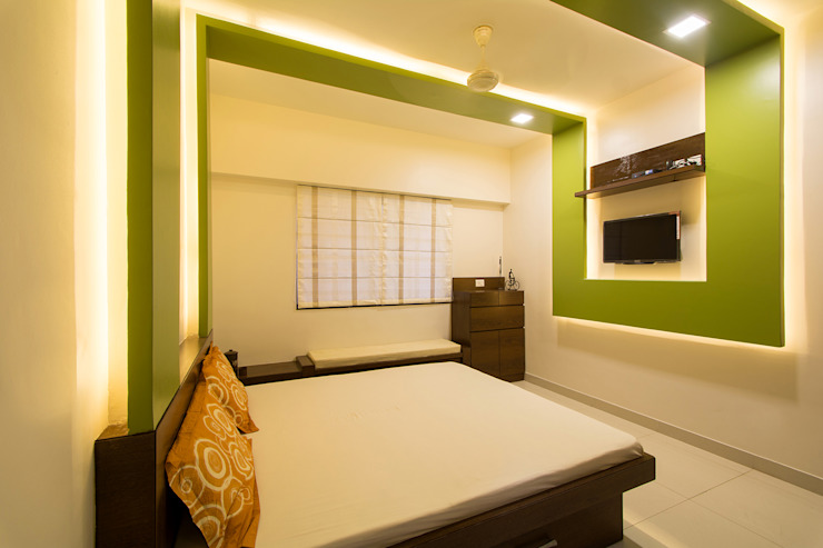 A residence for Mr.Nitin Warrier at Blue Ridge ,Hinjewadi ,Pune:  Bedroom by Navmiti Designs