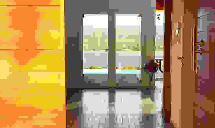 Casa Lago Pasillos, vestíbulos y escaleras de estilo moderno de renziravelo Moderno