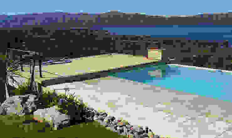 Casa Lago Modern pool by renziravelo Modern