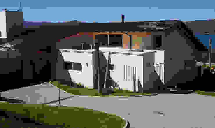 Casa Lago Casas de estilo moderno de renziravelo Moderno