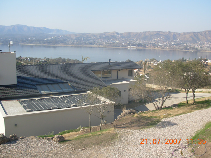 Casa Lago renziravelo Modern houses