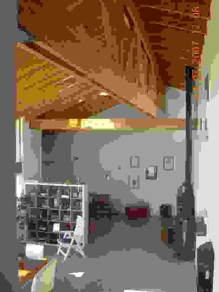 Casa Lago Modern living room by renziravelo Modern