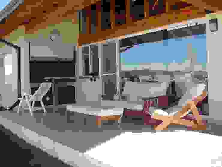 Casa Lago Modern balcony, veranda & terrace by renziravelo Modern