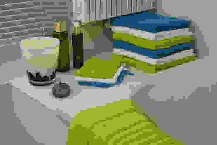 Bathroom towels: modern  door Groothandel in decoratie en lifestyle artikelen, Modern