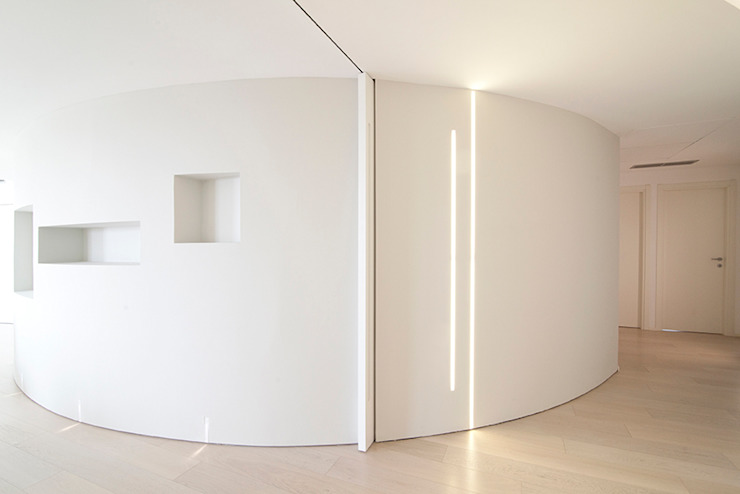 Minimalist walls & floors by RWA_Architetti Minimalist
