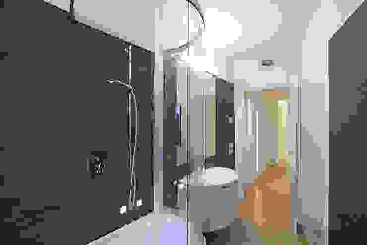 Minimalistyczna łazienka od RWA_Architetti Minimalistyczny