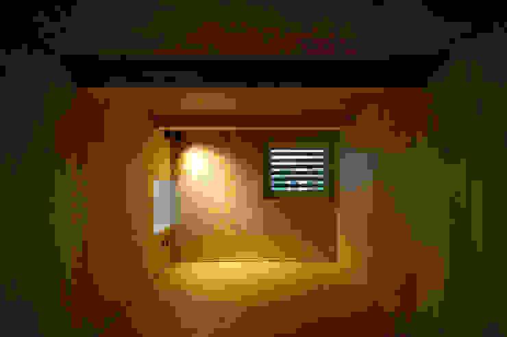 미니멀리스트 미디어 룸 by 一級建築士事務所 Atelier Casa 미니멀