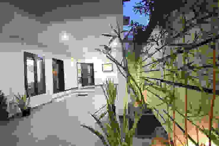 Verandah Modern balcony, veranda & terrace by Ansari Architects Modern