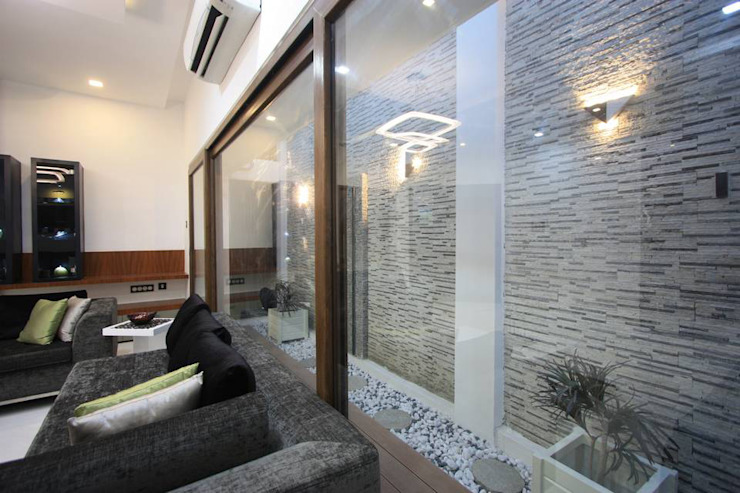 Courtyard Modern living room by Ansari Architects Modern