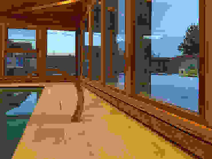 Плинтусная система Perimeter в доме с бассейном Бассейн в стиле минимализм от Carnot Минимализм