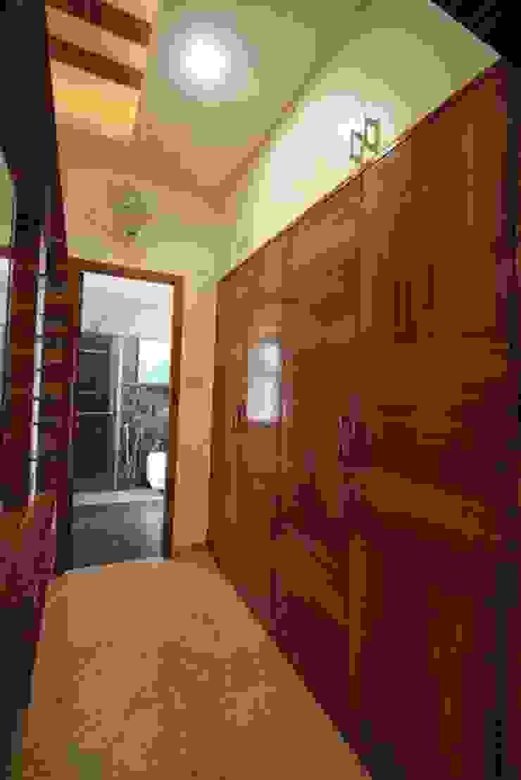 Dress Modern dressing room by Ansari Architects Modern
