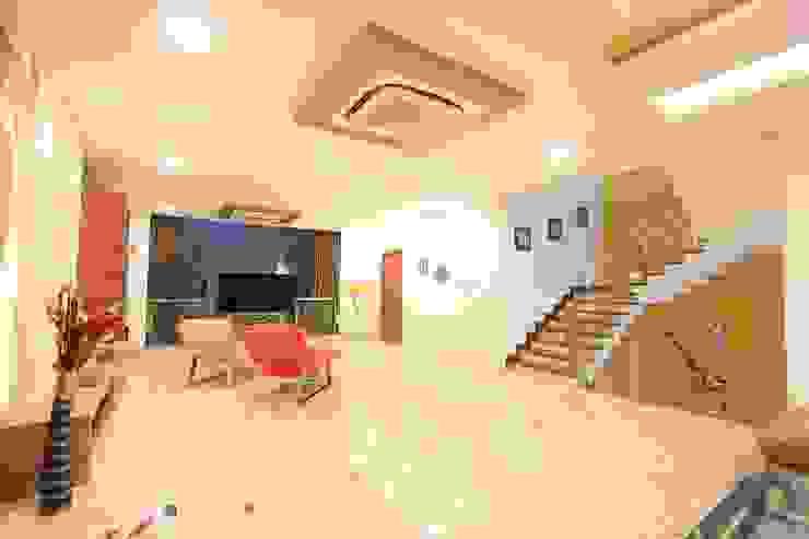 Salas modernas de Ansari Architects Moderno