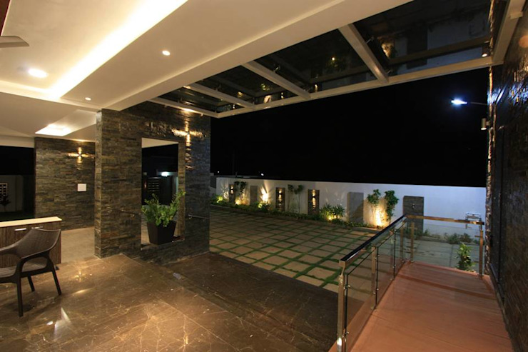 Compound wall Modern balcony, veranda & terrace by Ansari Architects Modern