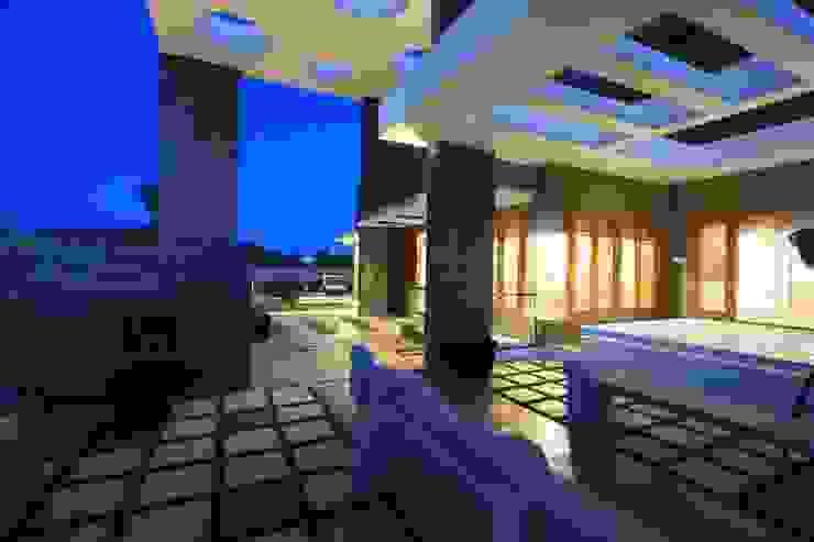 Balcones y terrazas de estilo moderno de Ansari Architects Moderno