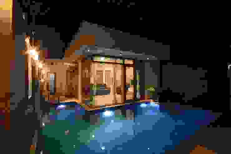 Piscinas de estilo moderno de Ansari Architects Moderno