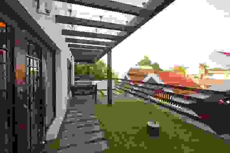 Giardino moderno di Ansari Architects Moderno